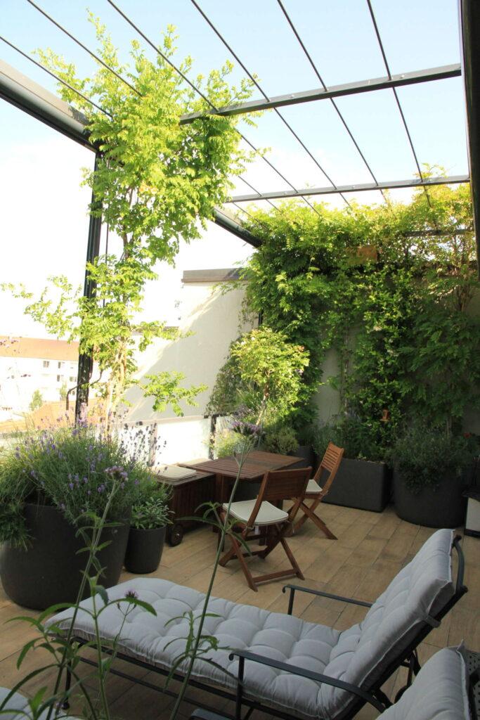 Balkonbegrünung mit Pergola